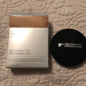It Celebration powder foundation